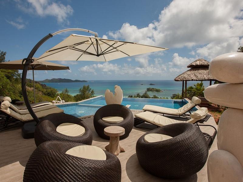 La piscine de la Hillside Villa de l'hôtel Duc de Praslin