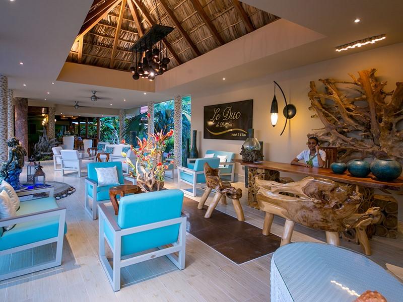 La réception de l'hôtel Duc de Praslin aux Seychelles