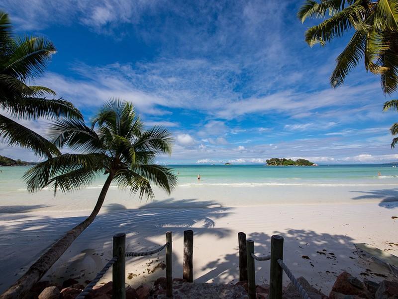 Profitez de la magnifique plage de Côte d'Or à Praslin