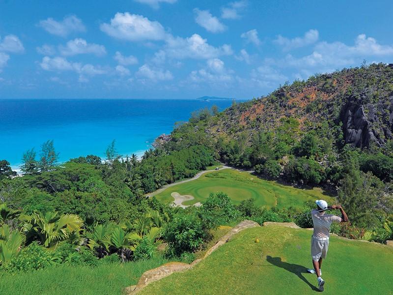 L'hôtel met à votre disposition son parcours de championnat pour les amateurs de golf