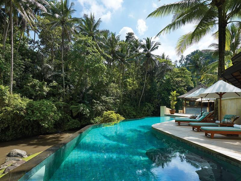 Profitez de la piscine et de ses extérieurs, que vous offre le Four Seasons Resort Sayan