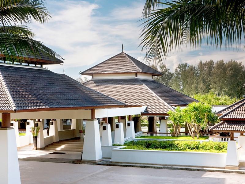 L'entrée de l'hôtel Dusit Thani Beach Resort situé à Krabi