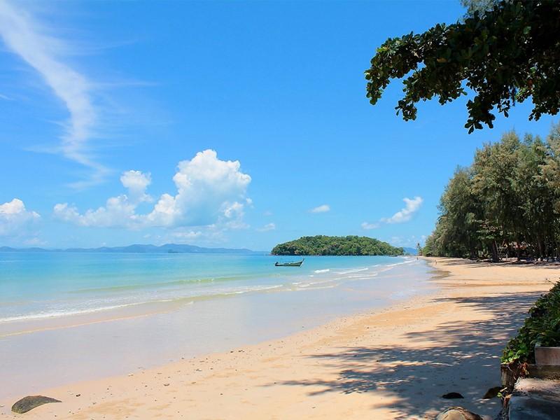 La plage de Klong Muong de l'hôtel Dusit Thani Beach Resort