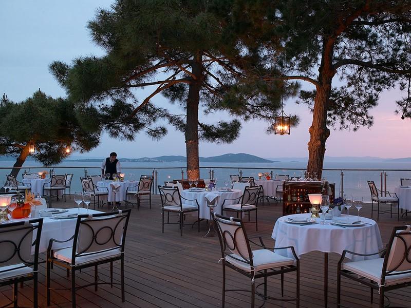 Le restaurant Kamares offre un cadre idyllique