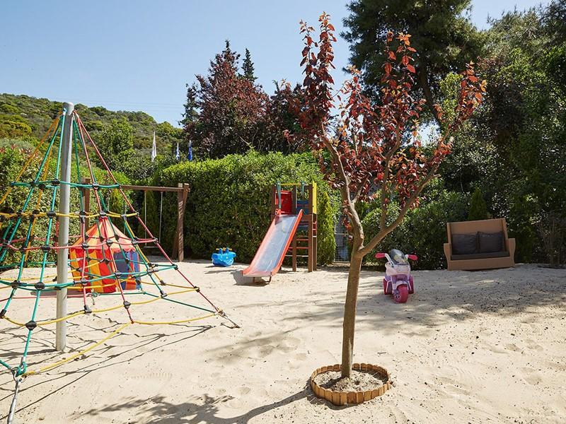 La cour de l'Eagles Villas en Grèce ravira les plus petits