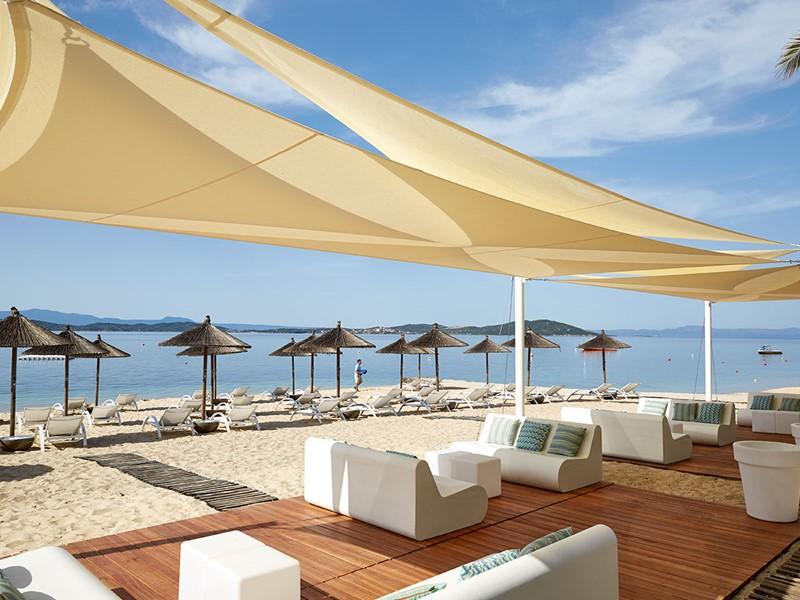 Profitez du Beach Bar de l'hôtel