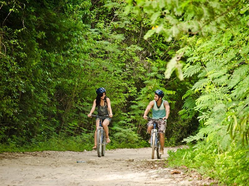 Balade à vélo à l'hôtel Eden Roc at Cap Cana