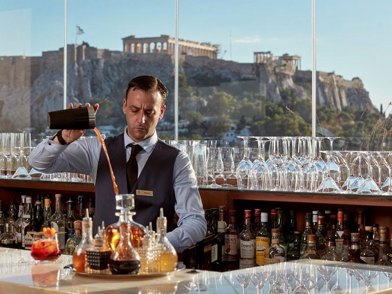 Sirotez des délicieuses boissons au M Bar