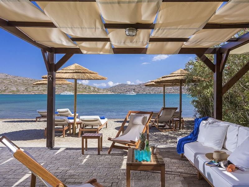 Le Beach Club de l'hôtel Elounda Gulf Villas en Grèce