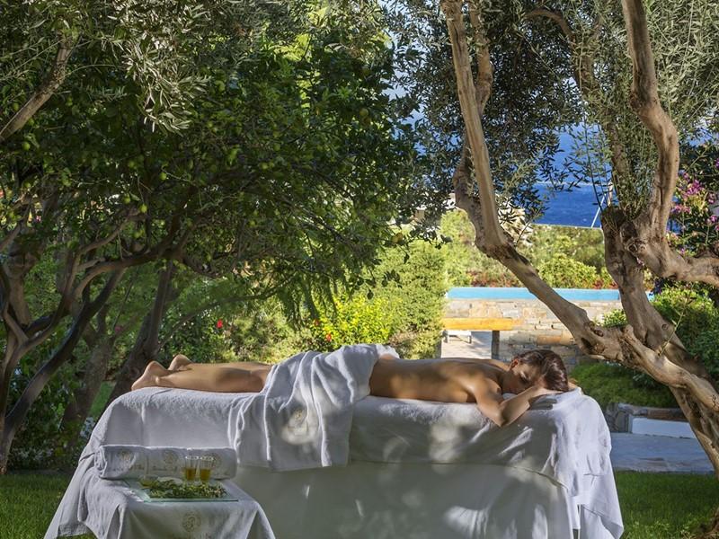 Massage dans un cadre pittoresque à l'Elounda Gulf Villas