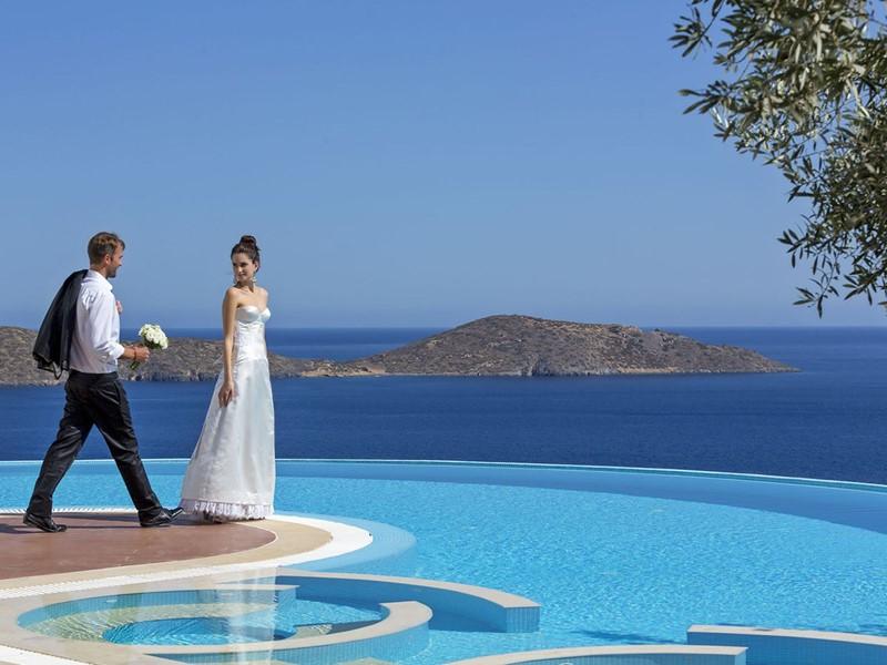 Mariage dans un cadre idyllique à l'Elounda Gulf Villas