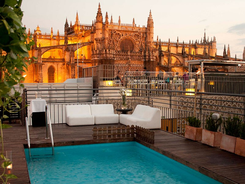 La splendide piscine du EME Catedral Hotel en Espagne