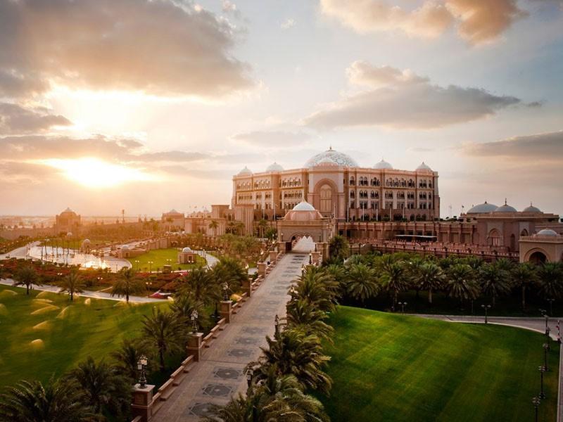 Vue de l'hôtel Emirates Palace à Abu Dhabi