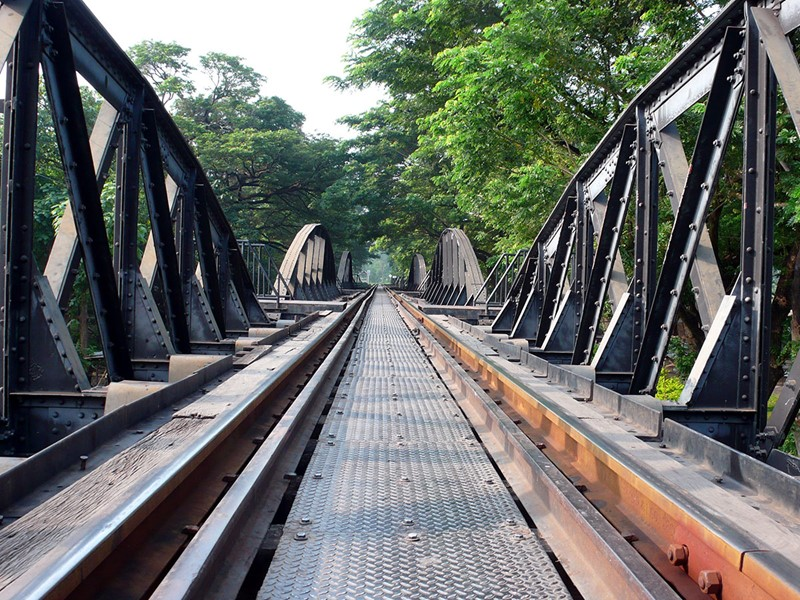 Traversez le fameux 'chemin de fer de la mort' de la rivière Kwaï