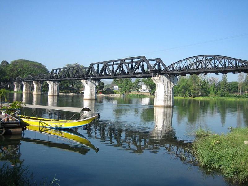 Balade au bord de la mythique rivière Kwaï à Kanchanaburi