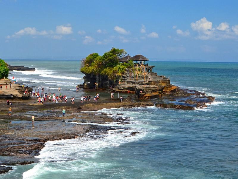 Visite du magnifique temple de Tanah Lot, un site incontournable de Bali