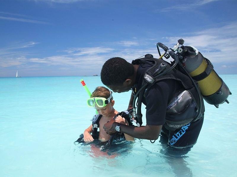 Essayez-vous à la plongée au &Beyond Mnemba Island