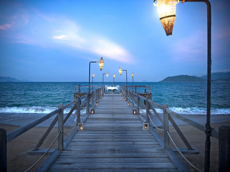 Dîner romantique sur le ponton de l'Evason Ana Mandara