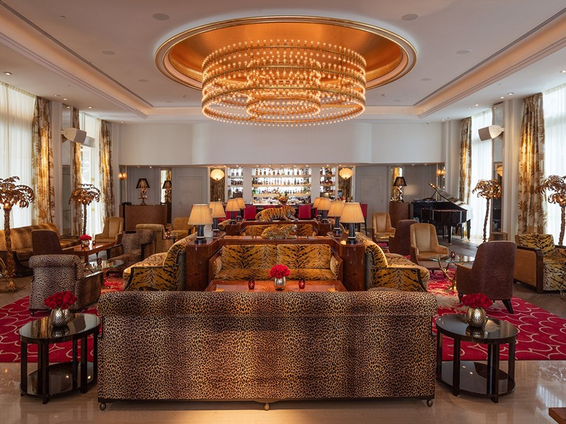 Sirotez des délicieux cocktails au Living Room Bar du Faena