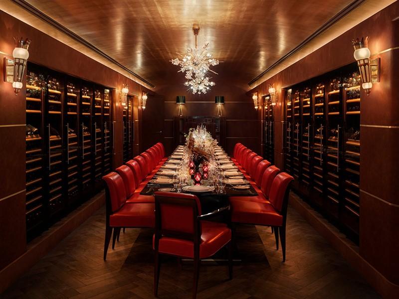 Une large selection de vins vous attend au Faena Hotel.