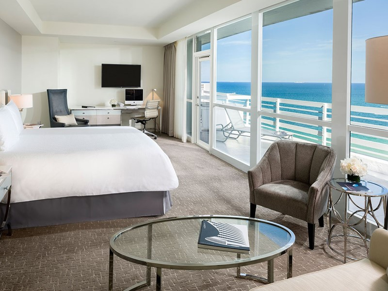 Oceanfront Junior Suite with Balcony du Fontainebleau