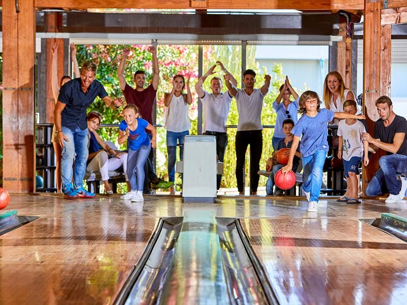 Bowling à l'hôtel Forte Village situé en Sardaigne