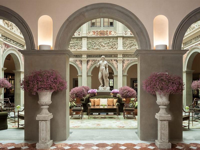 Le lobby de l'hôtel et ses influences de la Renaissance