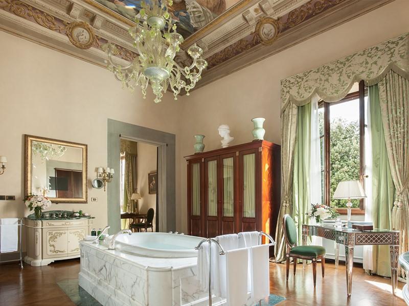 La Renaissance Suite et ses plafonds ornée de fresques