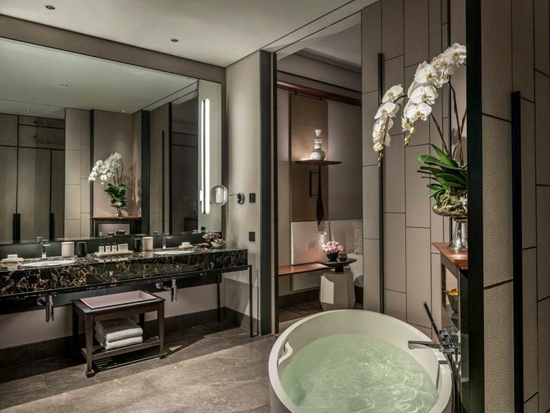 Le Studio River-View Terrace Suite