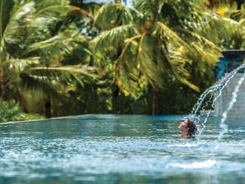 Piscine de l'hôtel de luxe Four Seasons situé en Malaisie