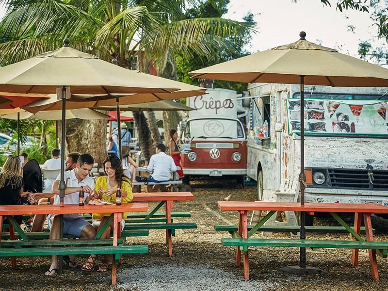 Découvrez la street food Hawaiienne durant votre séjour au Four Seasons