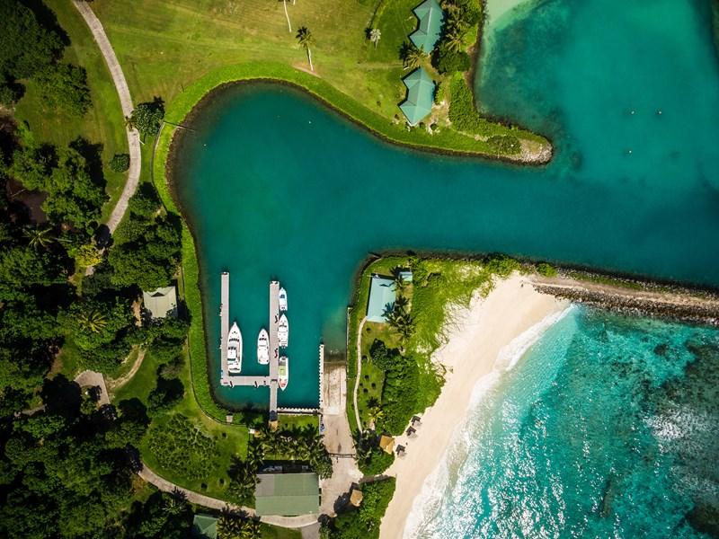 L'île dispose d'une marina privée