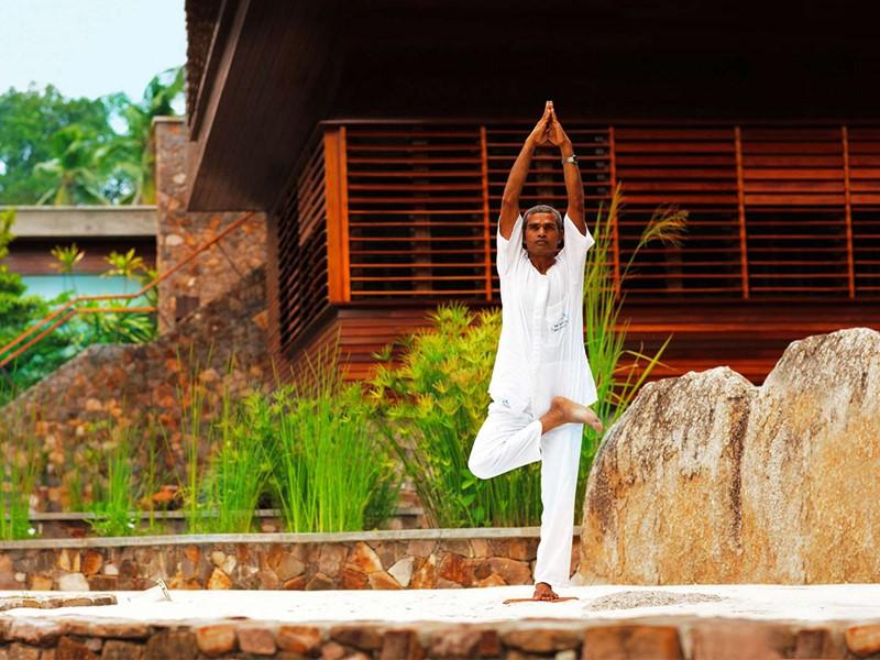 Yoga à l'hôtel Fregate Island situé aux Seychelles