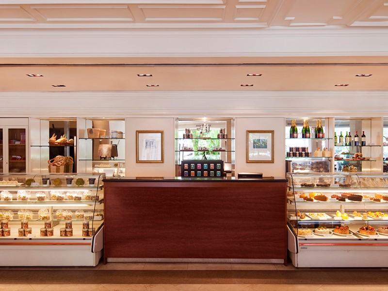 Le Deli vous propose une sélection de pâtisseries au Goodwood Park