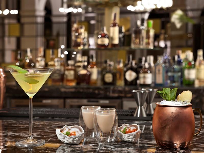 Sirotez des délicieux cocktails au Coroa Bar du Gran Meliá