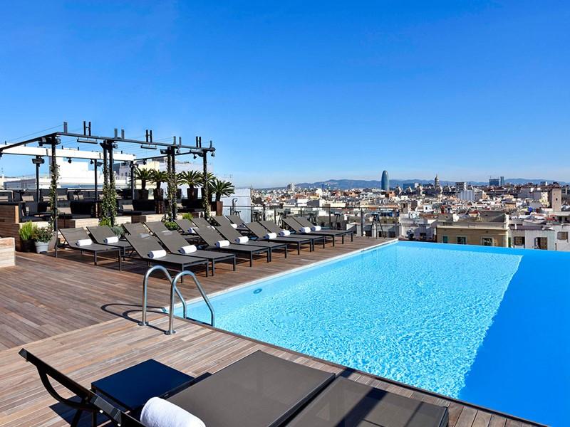 La superbe piscine du Grand Central Hotel en Espagne