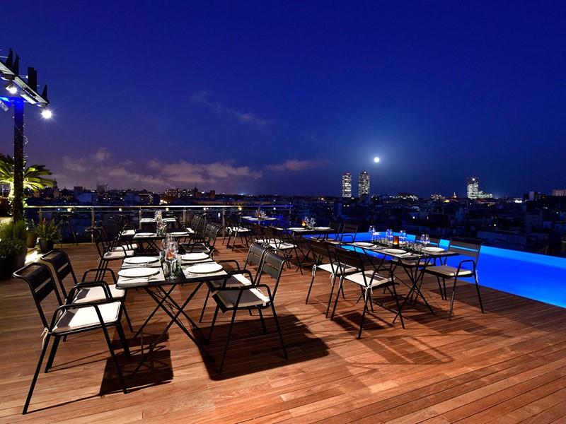 Admirez les lumières de Barcelone depuis le Skybar du Grand Central Hotel