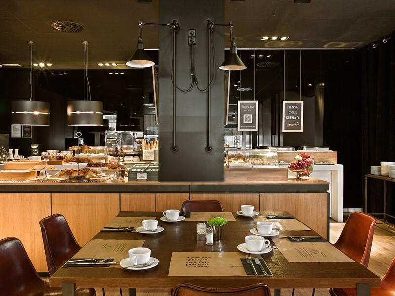 Dégustez un copieux petit déjeuner au Grand Central Hotel