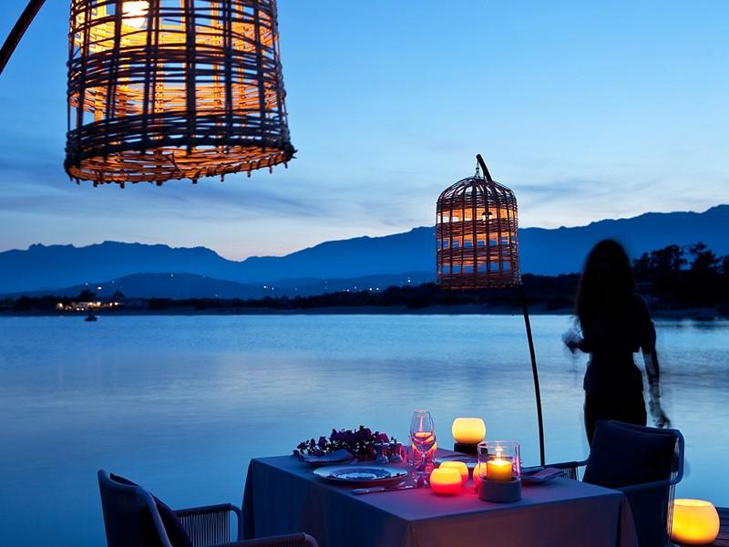 Somptueux dîner sur le ponton du Grand Hôtel de Cala Rossa