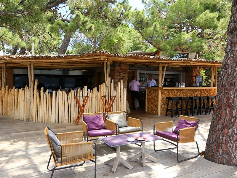 Le restaurant Les Terrasses du Grand Hôtel de Cala Rossa