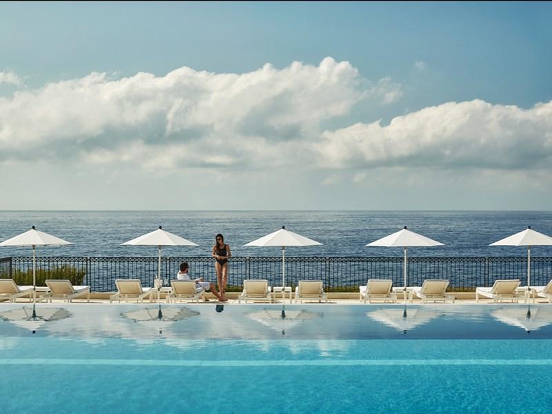 La piscine et sa sublime vue