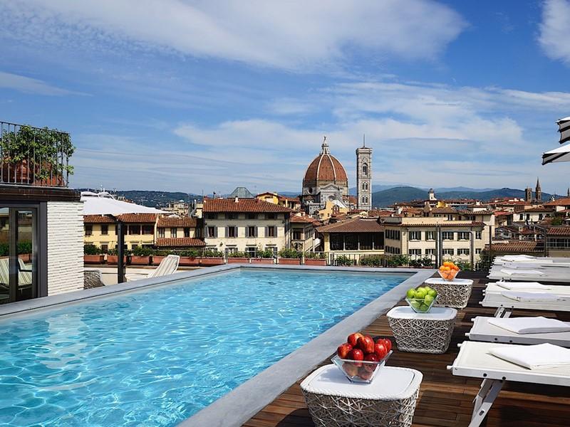 Autre vue de la piscine du Grand Hotel Minerva