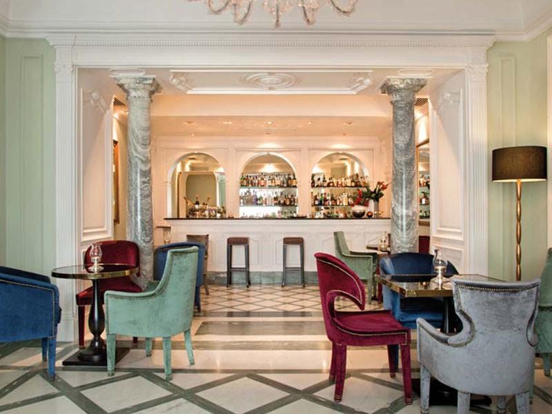 Il Ristobar du Grand Hotel Santa Lucia, à Naples
