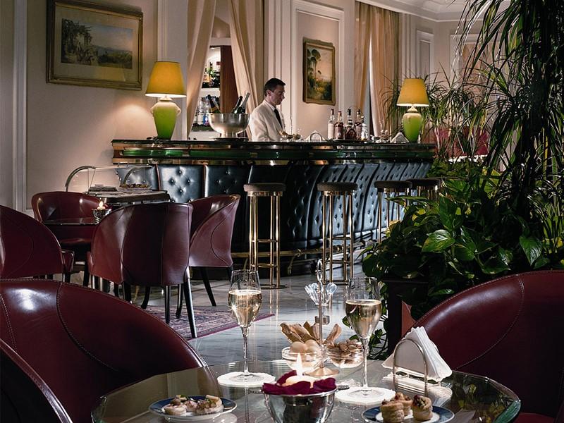 Le bar Notturno de l'hôtel Grand Hotel Vesuvio