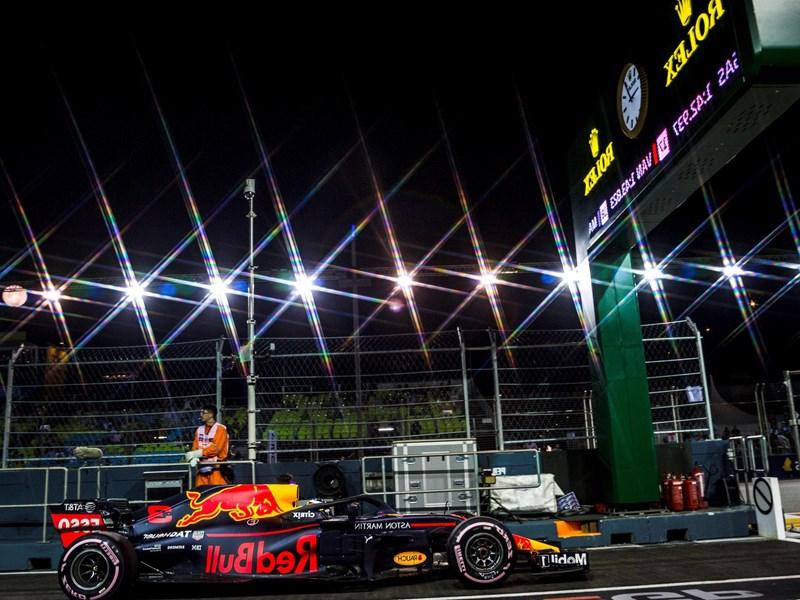 Rejoignez le circuit de Formule 1, et installez vous à vos places