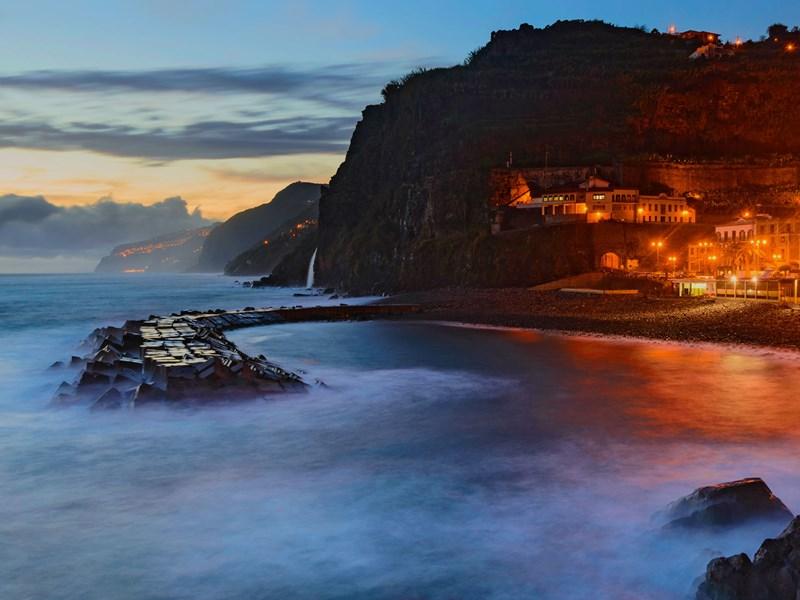 Depuis la Ponta do Sol, admirez le coucher de soleil