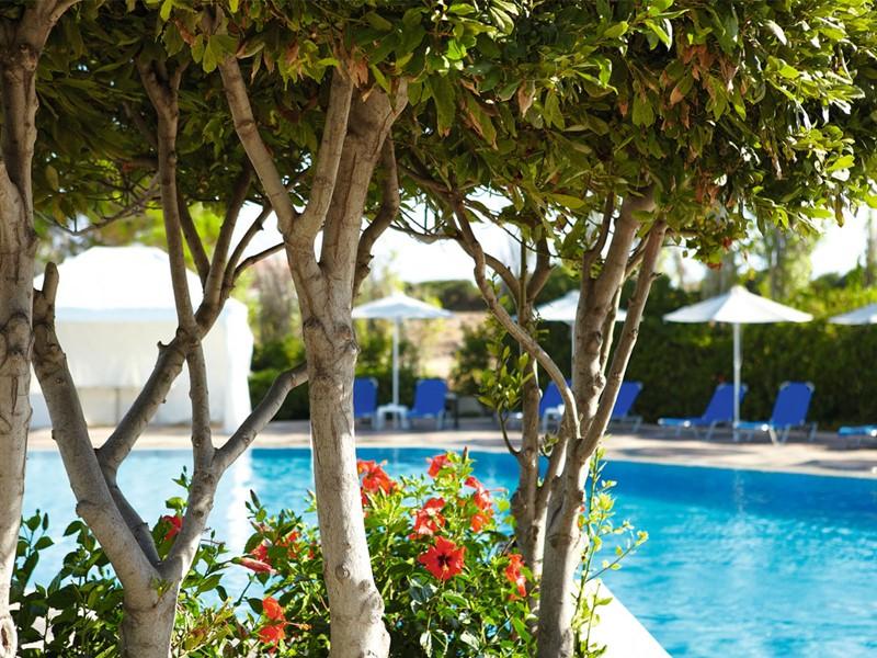 Vue de la piscine du Grecotel Meli Palace