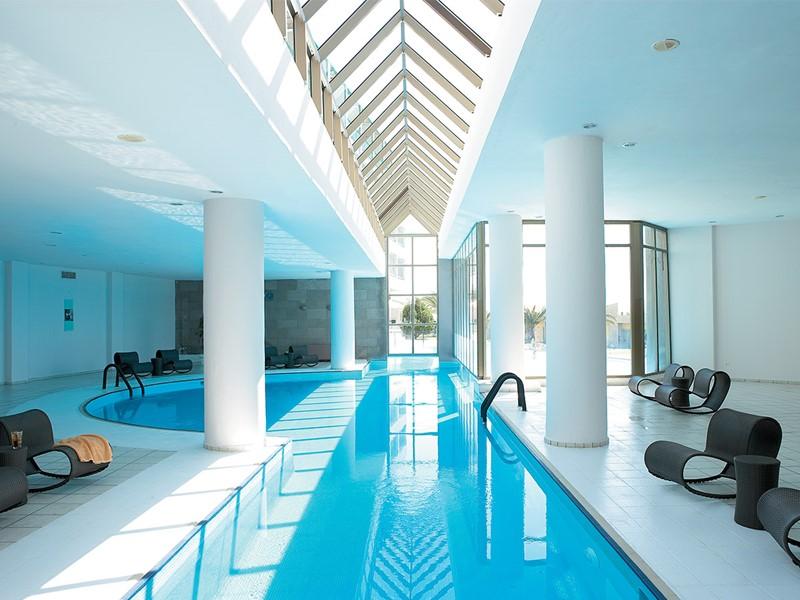La piscine du spa du Grecotel Lux Me Rhodos