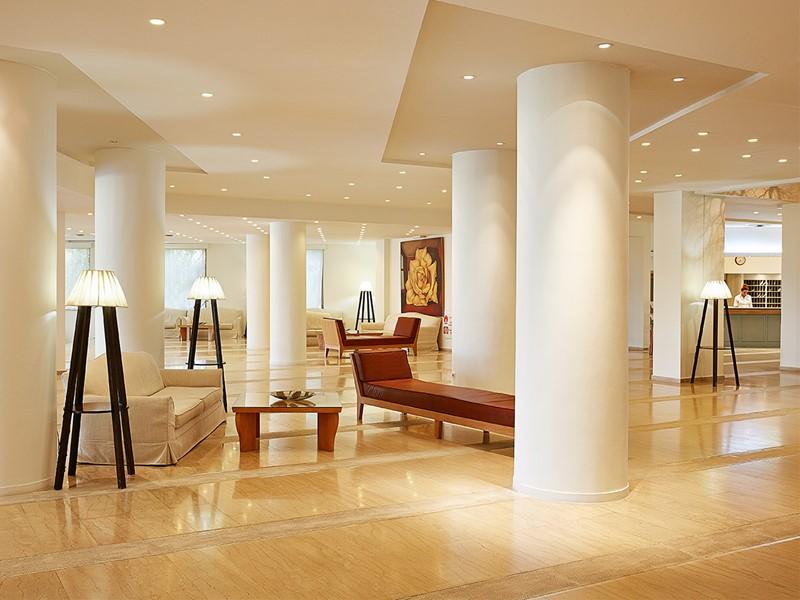 Le lobby de l'hôtel Grecotel Lux Me Rhodos