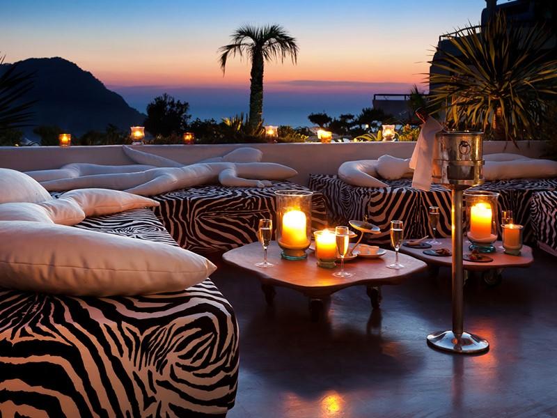 Le lounge de l'hôtel Hacienda Na Xamena à Ibiza